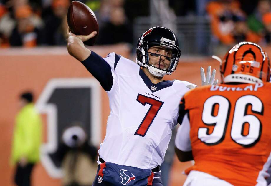 Houston Texans quarterback Brian Hoyer passes during the first half against the Cincinnati Bengals on Nov. 16, 2015. Photo: Frank Victores /Associated Press / FR170726 AP