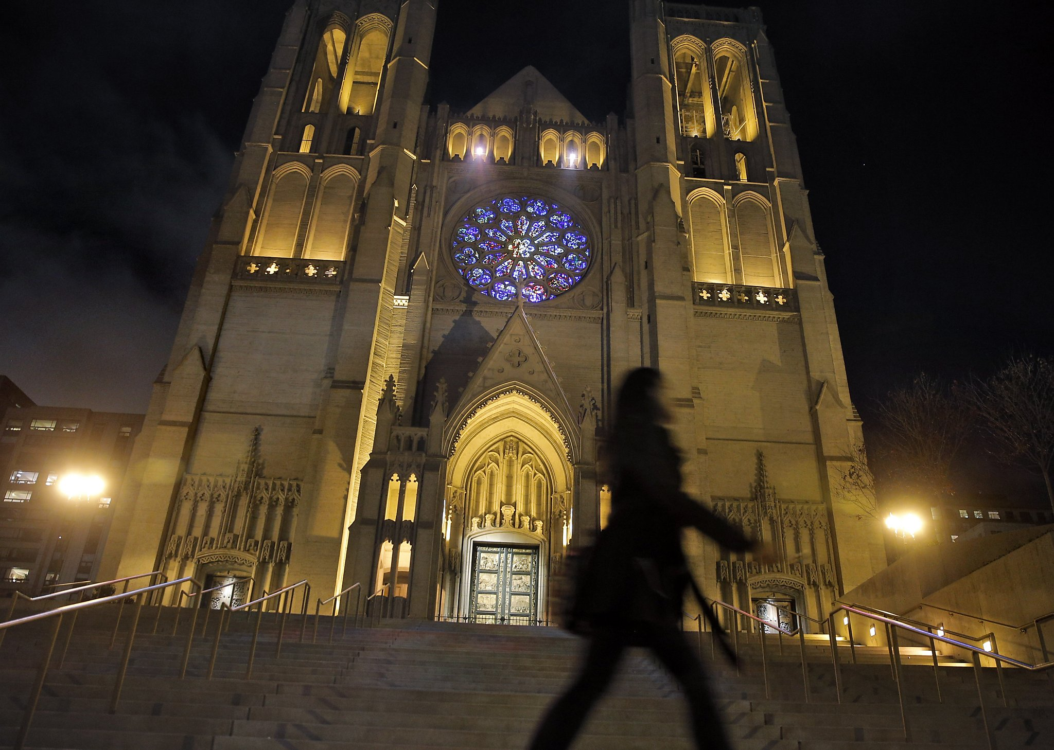 Grace Cathedral S Neighbors Beam As Rose Window Lights Up