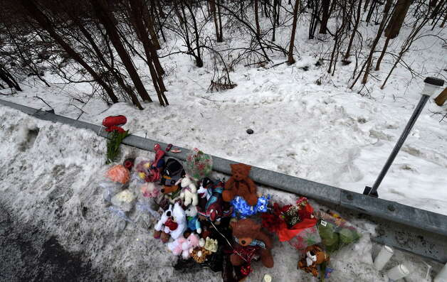 A memorial is set up Tuesday Dec. 23, 2014, at the site where the body of Kenneth White was allegedly dumped over the guard rail across the street from his home on Thacher Park Road in Knox, N.Y.     (Skip Dickstein/Times Union) Photo: SKIP DICKSTEIN / 00029971A