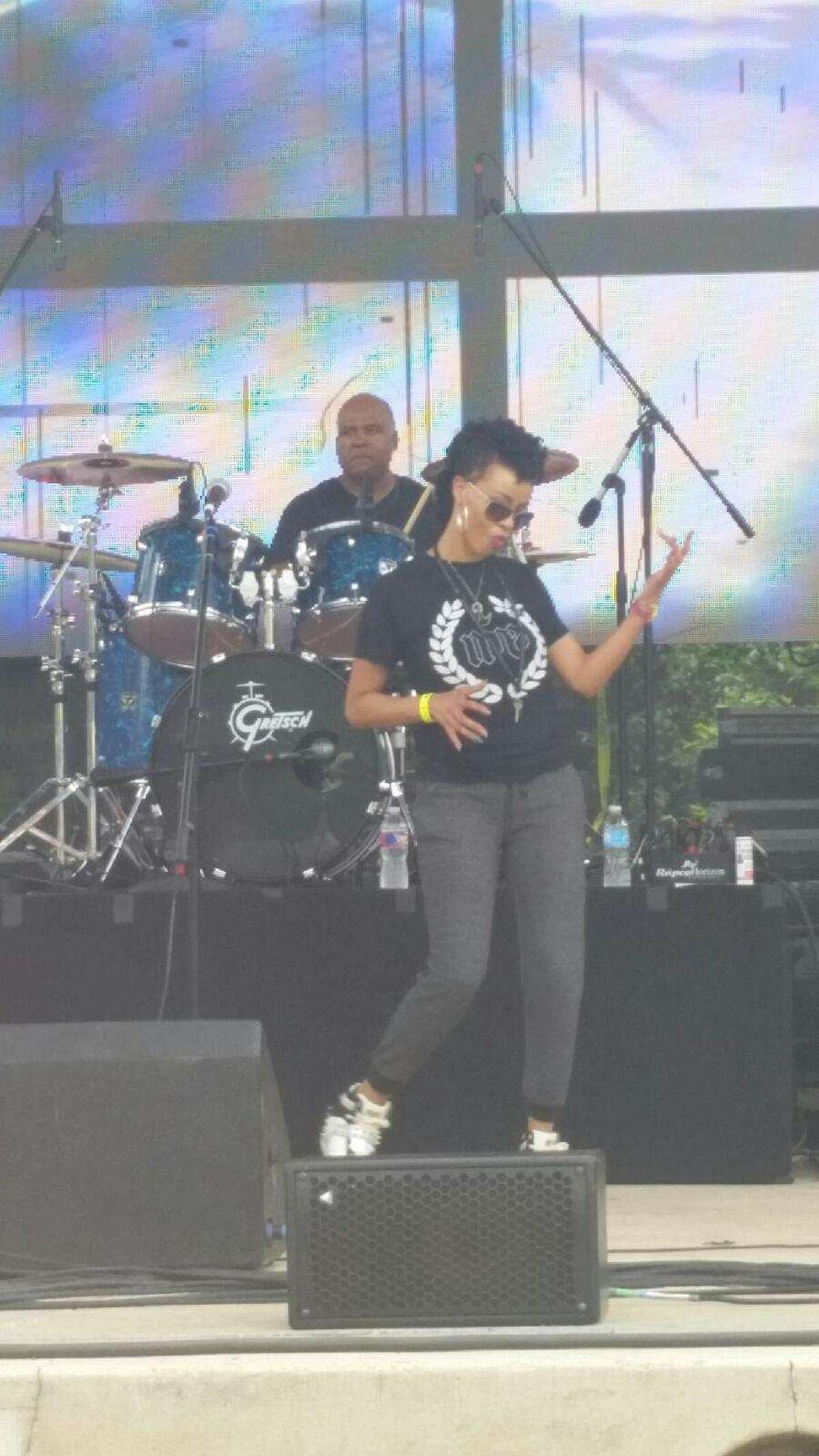 Niki Symone performing at Taste of New Orleans in April 2015. Symone is a San Antonio native R&B singer and hair stylist.