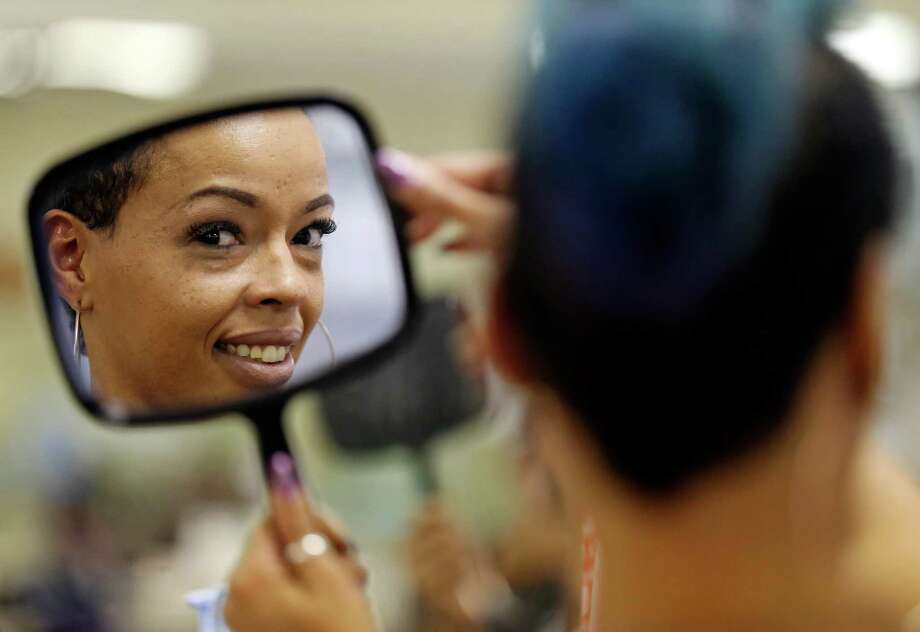 "Portrait of singer and hair stylist Niki ""Pinkie"" Symone, 36, Thursday Nov. 19, 2015 at Fantastic Sams. Photo: Edward A. Ornelas /San Antonio Express-News / © 2015 San Antonio Express-News"