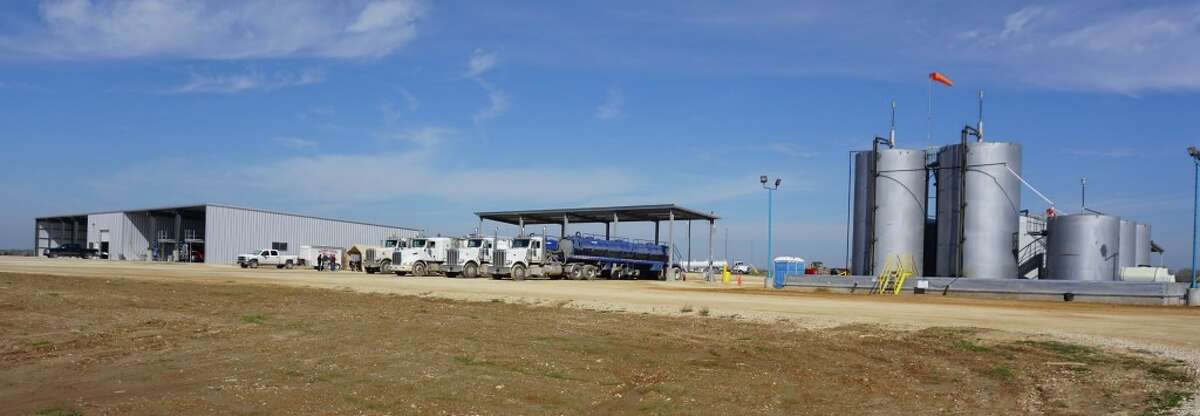 Fortress Environmental Services is using crowdfunding to raise money for a second facility it calls a super-center for disposing of liquid and solid waste produced from drilling for oil and natural gas. The first location is already operating near Weild, Texas, 90 miles west of Houston.