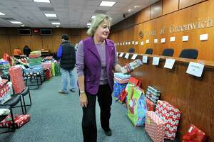 Greenwich helps out its own with holiday baskets - Photo