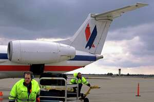 Better screening needed for airport employees - Photo