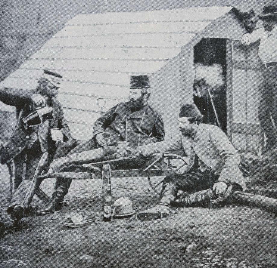 British officers during the Crimean war, 1854. Photo: Universal History Archive, Getty Images / Universal Images Group Editorial