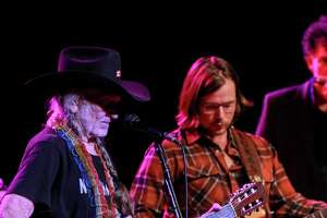 Willie Nelson gives Houston fans something to be thankful for - Photo