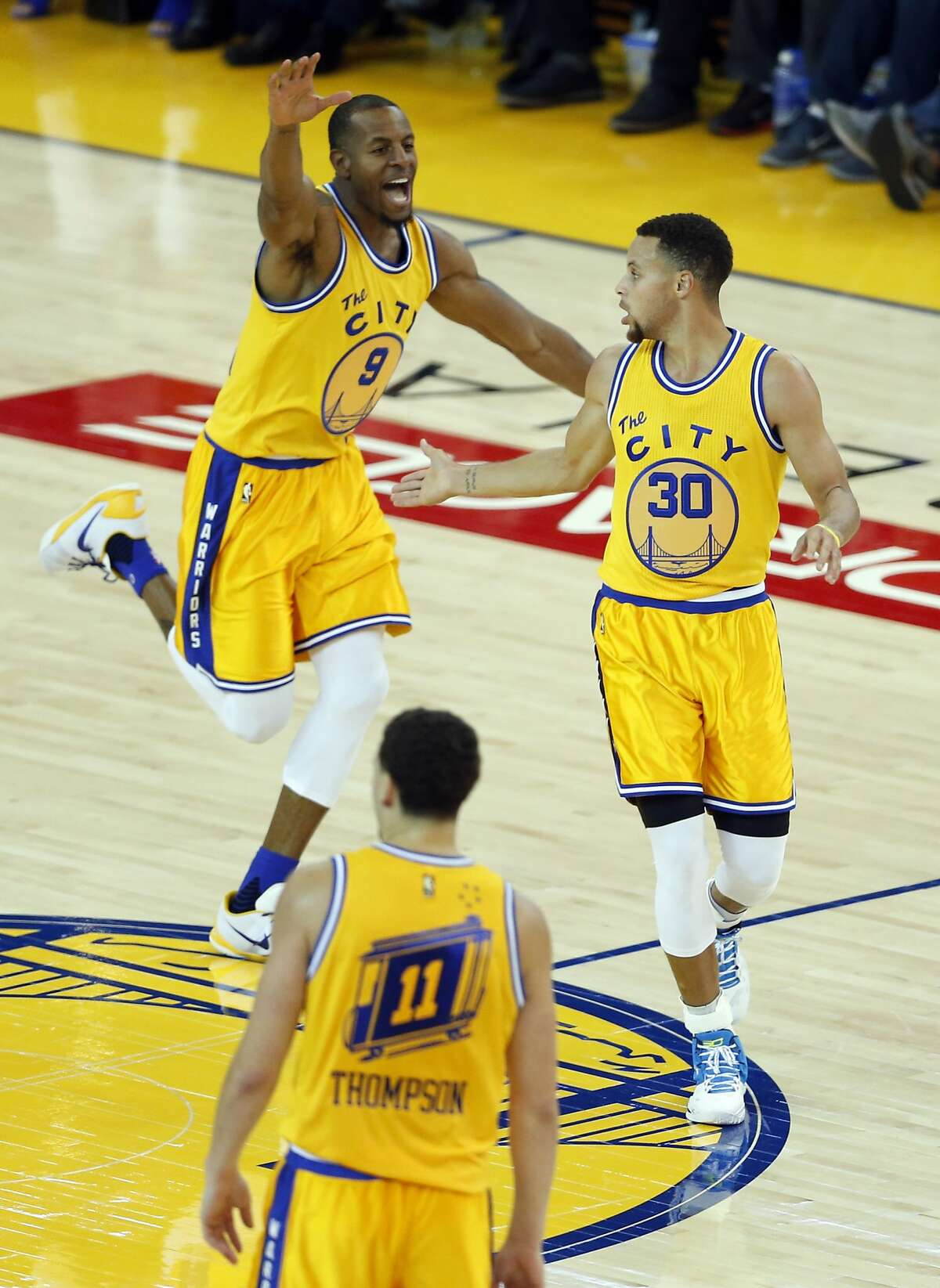 Golden State Warriors' Andre Iguodala celebrates his 3rd quarter basket that was assisted by Stephen Curry against Los Angeles Lakers during NBA game at Oracle Arena in Oakland, Calif., on Tuesday, November 24, 2015.