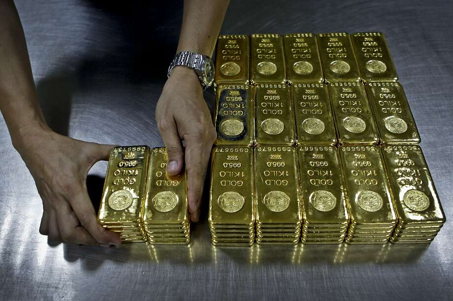 Scam artists in Brentwood have been selling fake gold bars, unlike the real gold bars pictured here, to unsuspecting people in the parking lot of an East Bay department store. Photo: Kamran Jebreili, Associated Press