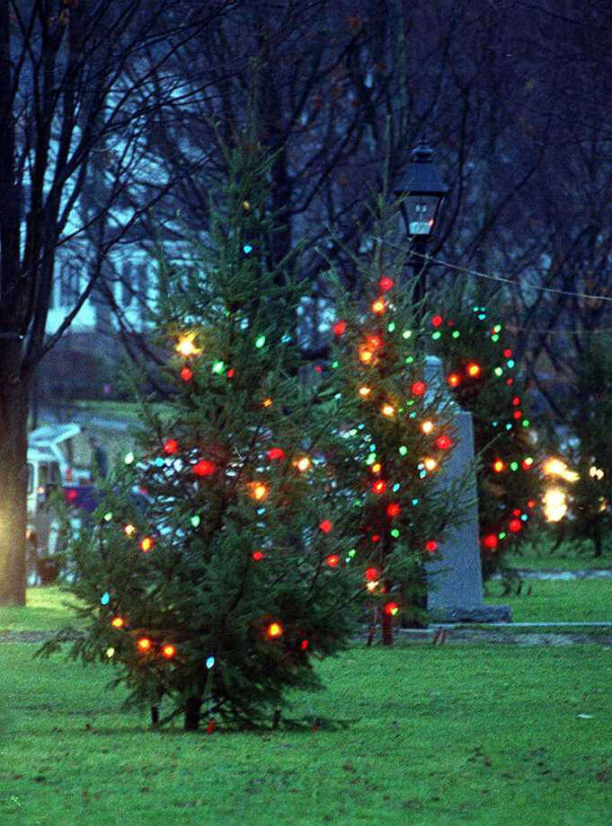 Festival of Lights/Tree Lighting Ceremony is Saturday at 5:30 p.m. on the New Milford Village Green. Photo: File Photo\Stephanie Kouloganis / File Photo / The News-Times File Photo