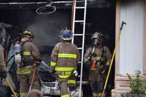 Dogs rescued from burning South Side home - Photo