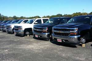 45 vehicles at S.A. dealership robbed of wheels - Photo