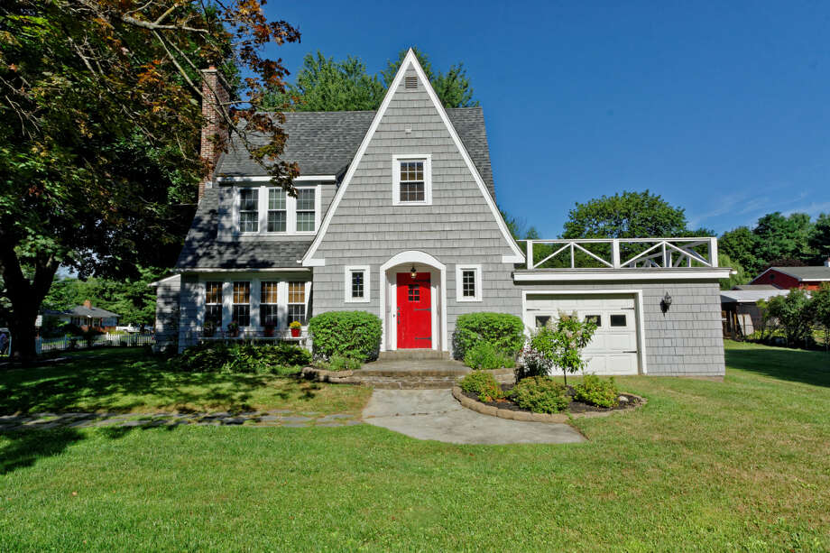 House of the Week: 391 Ballston Rd., Glenville   Realtor: Crystin Drowlette of the Miranda Real Estate Group   Discuss: Talk about this house Photo: David Bibicoff/WalkThruPhoto