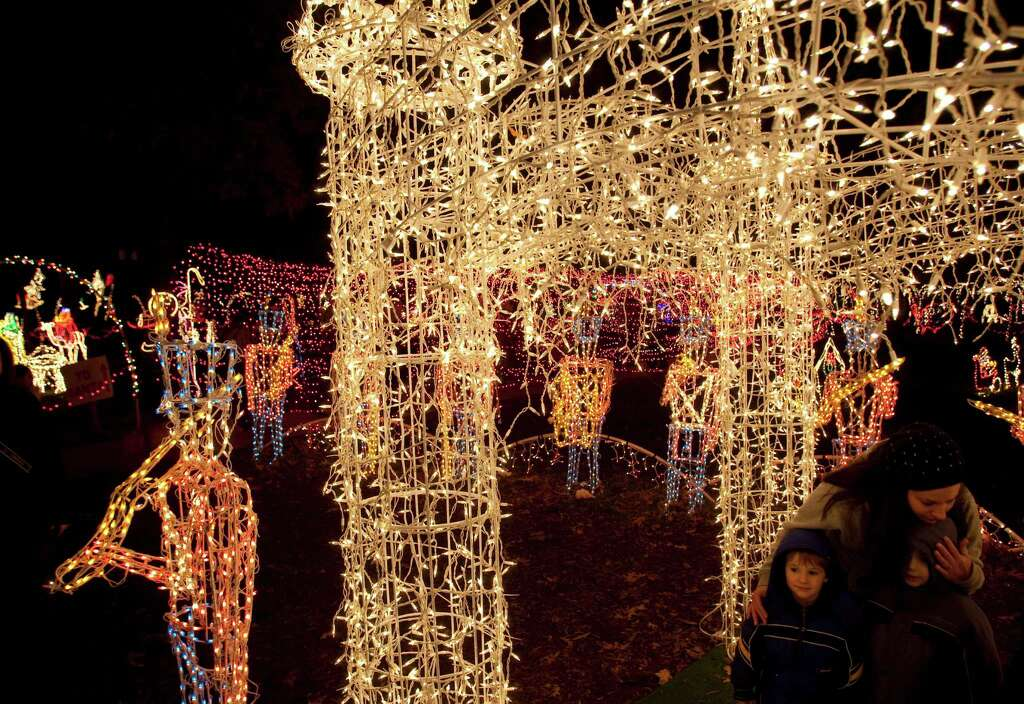 Lights shine bright at Dickinson festival - Houston Chronicle