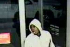Daly City cops search for Verizon 'grab-and-run' suspects - Photo