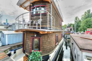 Double-decker floating home for $490K - Photo
