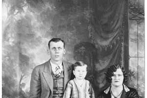 Red McCombs with his parents, W.N. and Gladys McCombs, and sister Mildred, in 1929.