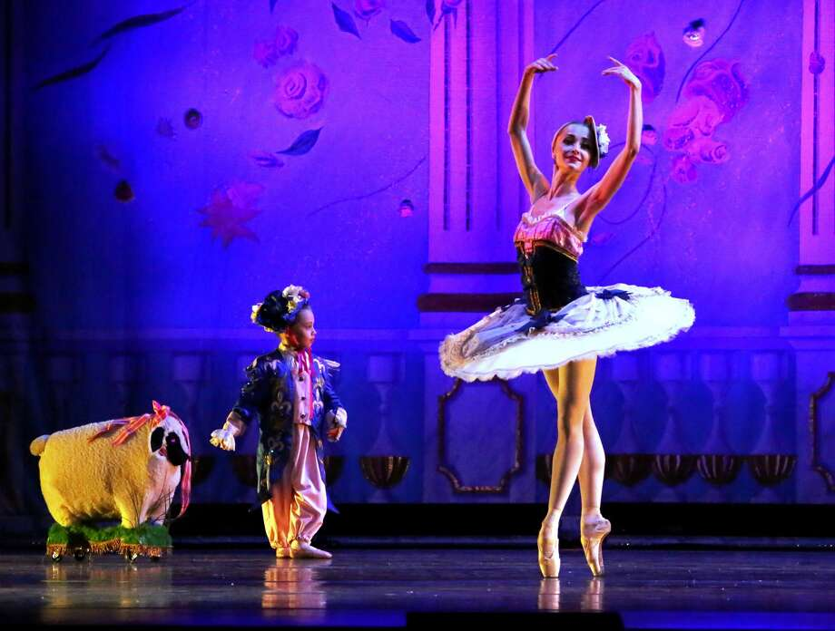 """Student dancers in the French Variation of the Moscow Ballet's """"The Nutcracker"""" (photo courtesy the Moscow Ballet) ORG XMIT: VQeUE1HOwDroyotmTXCv"""