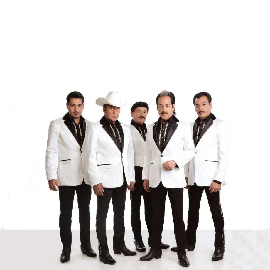 El icónico grupo mexicano de música norteña actuará en el Club Escapade 2001 el viernes 27 noviembre a las 9:00 p.m. junto al grupo Los Yonic´s. Photo: Universal Music