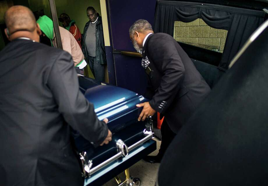 People carry the casket of Jamar Clark, killed in the Nov. 15 shooting by Minneapolis police, during his funeral at Shiloh Temple International Ministries in Minneapolis, Minn., Wednesday, Nov. 25, 2015. Some community leaders called for peace on the day of the funeral, as family members also asked for no protests. (Richard Tsong-Taatarii/Star Tribune via AP) ORG XMIT: MNMIT101 Photo: Richard Tsong-Taatarii / Star Tribune