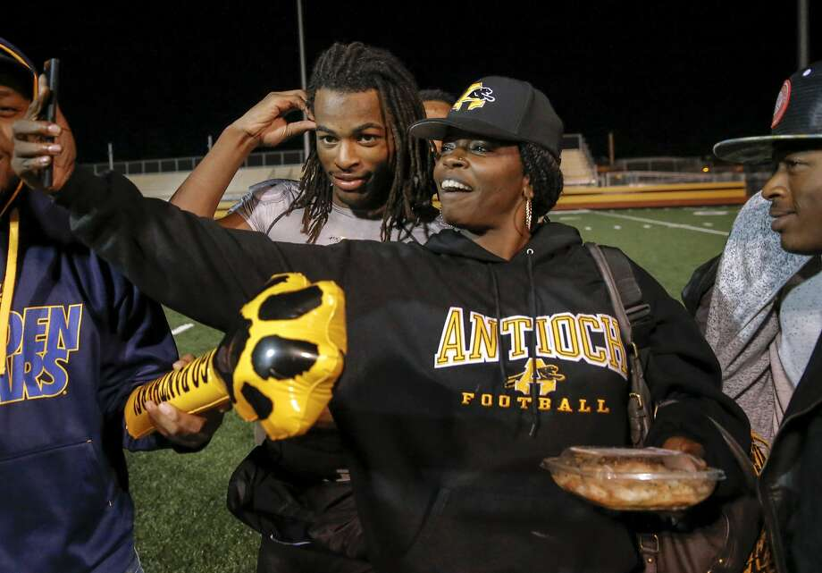 Antioch running back Najee Harris, with his mother Tianna Hicks who sneaks a photo with her son after a game against Amador Valley in Antioch on November 20. Photo: Michael Macor, The Chronicle