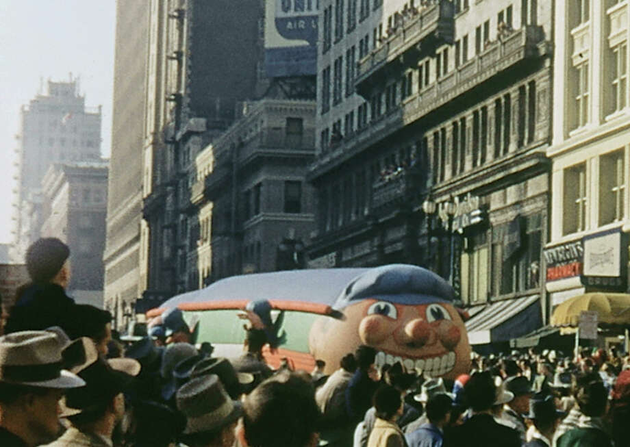 150,000 people attended the San Francisco's holiday balloon parade on Thanksgiving Day, Nov. 27, 1952. Photo: The Chronicle Archive