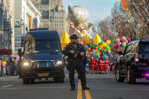 Thanksgiving parade features balloons, bands, heavy security - Photo