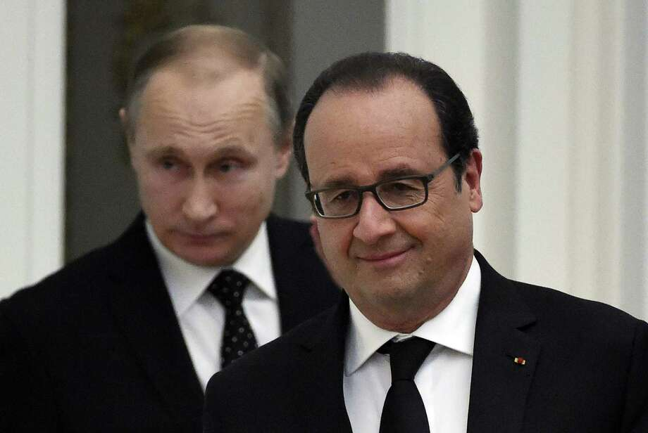 French President Francois Hollande (R) and his Russian counteraprt Vladimir Putin arrives for a press conference at the Kremlin in Moscow on November 26, 2015. Hollande is leading a diplomatic campaign to form a broad coalition against the Islamic State jihadists following the attacks in Paris, though his efforts are currently being hindered by a bitter standoff between Russia and Turkey over the shooting down of a Russian military plane.  AFP PHOTO / YURI KADOBNOVYURI KADOBNOV/AFP/Getty Images ORG XMIT: - Photo: YURI KADOBNOV / AFP