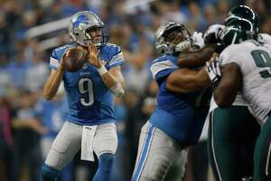Lions rolling; Eagles reeling - Photo