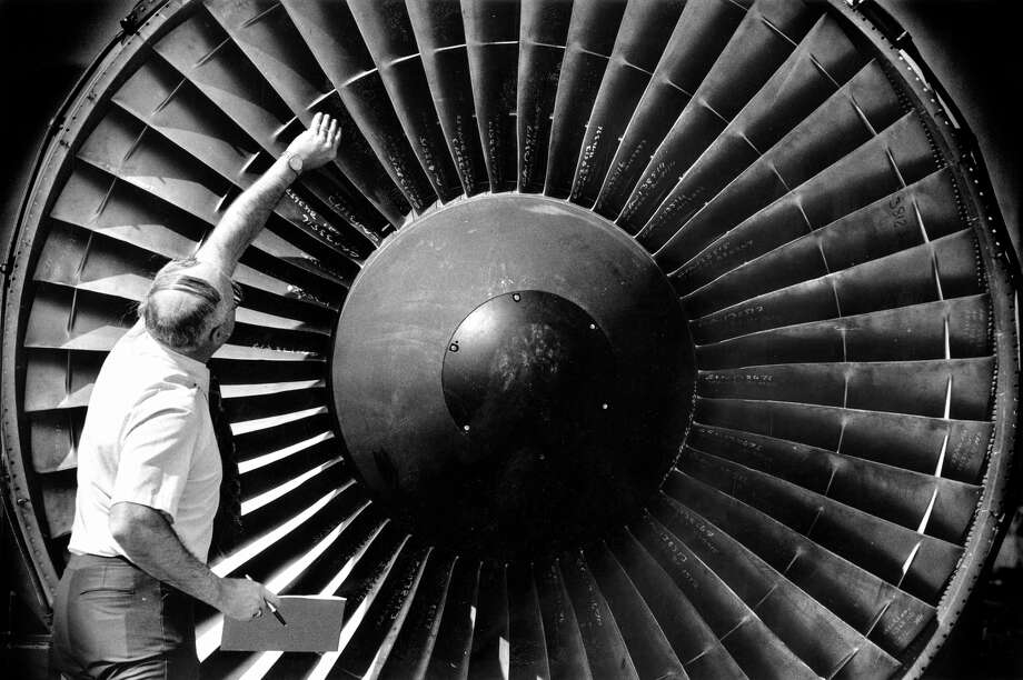 Engineer Tom Edwards inspects the blades of a 747 turbine at San Francisco International Airport in 1987. Photo: Eric Luse / The Chronicle / ONLINE_YES