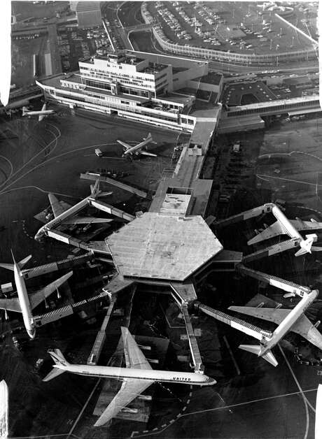 Aerial short San Francisco International  airport  United Airlines Super DC-8 (bottom of picture) in 1967. Photo: Handout / ONLINE_YES