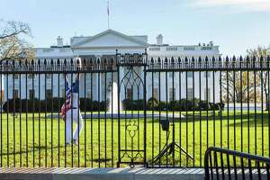 Stamford man who hurdled White House fence intended to die - Photo