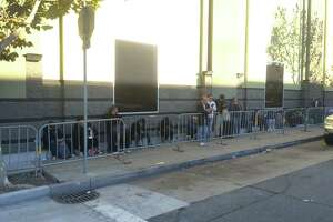 Shoppers camp out at San Francisco Best Buy for $149 television - Photo