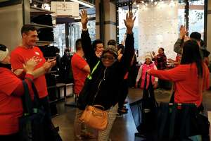 Black Friday started Thursday, with big boost in online shopping - Photo
