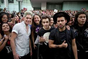 One Direction visits the place where they sell the most expensive tickets - Photo