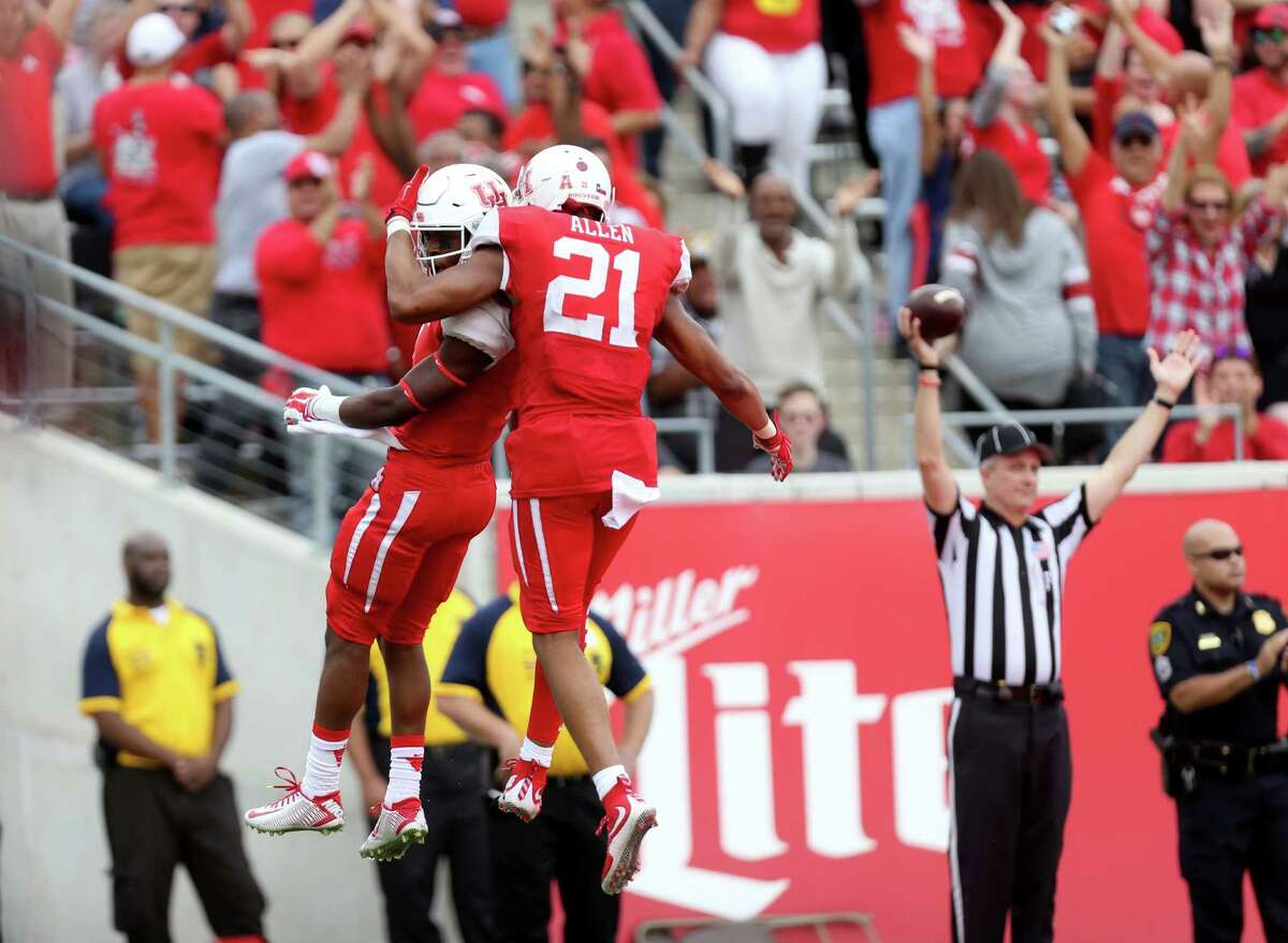 Houston (11-1) If Houston beats Temple on Saturday, it will head to either the Fiesta or Peach Bowl. The most intriguing matchup in those bowls would be against Ohio State, where Tom Herman would match wits against his former team. Notre Dame and Florida State also could be opponents in those games. If the Cougars lose Saturday, they'll fall all the way to somewhere like the Birmingham Bowl or Boca Raton Bowl.