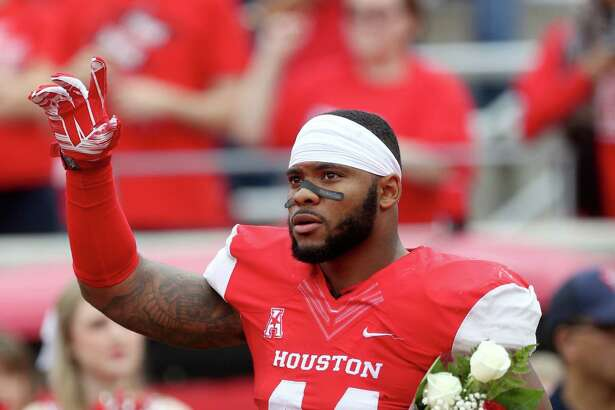 Houston Cougars linebacker Elandon Roberts (44) waves to the crowd on senior day before the start of a NCAA college football game against the Navy Midshipmen at TDECU Stadium Friday, Nov. 27, 2015, in Houston, Texas. Houston won 52-31clinching the AAC West Division Title.