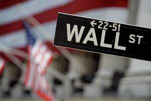 Stocks see small rise - Photo