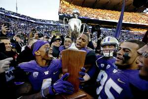 Huskies smother Cougs in Apple Cup - Photo