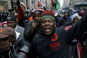 Shooting protest snarls Chicago retail district - Photo