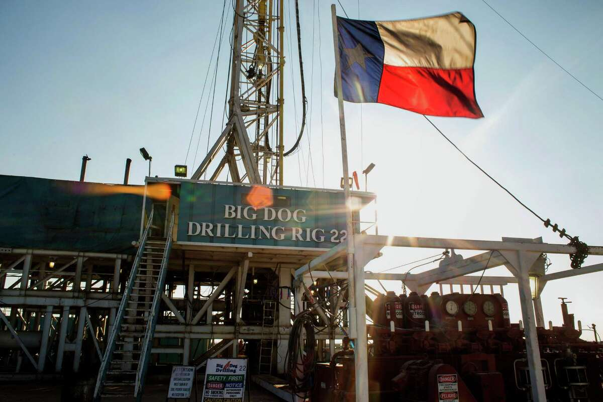 Oil and energy industries have brutal year From the thousands of workers laid off, projects put on hold or canceled, free-falling oil prices, and leading companies filing for bankruptcies, 2015 was a continuous struggle for oil and gas and energy workers, not just in Houston, but globally.
