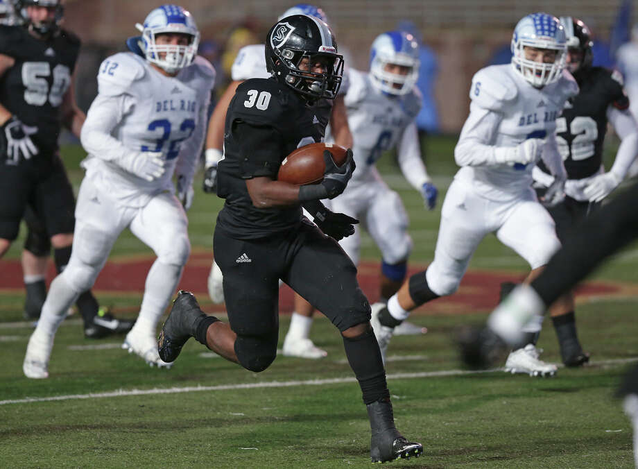 Travell Lumpkin breaks open the field in the second half as Steele plays Del Rio in the 6A Division II third round football playoffs at Bobcat Stadium in San Marcos on Nov. 27, 2015. Photo: Tom Reel /San Antonio Express-News / 2015 SAN ANTONIO EXPRESS-NEWS