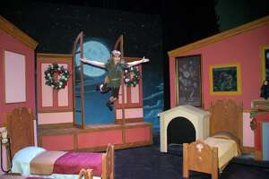 Review: 'Peter Pan' flies at the Woodlawn - Photo