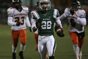 De La Salle throttles Pittsburg 70-14 - Photo