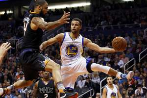 New Warriors leave 2014-15 NBA champs in the dust - Photo