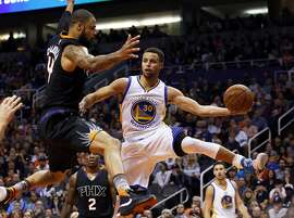Golden State Warriors guard Stephen Curry (30) drives around Phoenix Suns center Tyson Chandler in the second quarter during an NBA basketball game, Friday, Nov. 27, 2015, in Phoenix. (AP Photo/Rick Scuteri)