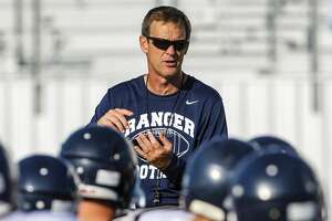 Football: Smithson Valley's Hill gives locker-room speech to losing team - Photo