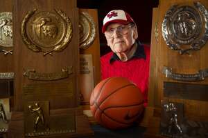 Funeral services for legendary UH coach Guy V. Lewis set for Thursday - Photo