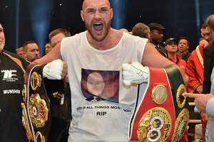 Tyson Fury wins heavyweight championship, sings Aerosmith in the ring - Photo