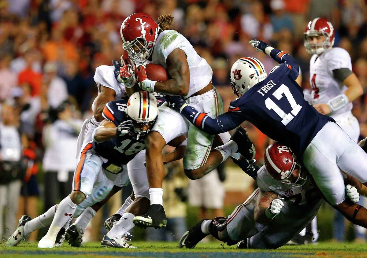 AUBURN, AL - NOVEMBER 28: Derrick Henry #2 of the Alabama Crimson Tide rushes against Carlton Davis #18 and Kris Frost #17 of the Auburn Tigers at Jordan Hare Stadium on November 28, 2015 in Auburn, Alabama. (Photo by Kevin C. Cox/Getty Images) ORG XMIT: 585798119