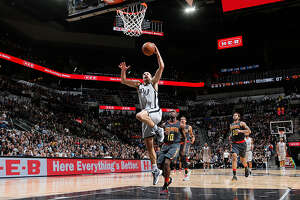 Postgame Wrap: Spurs win fifth straight, defeat Atlanta Hawks - Photo